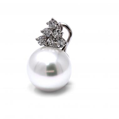 Earrings with white diamonds and South Sea pearls